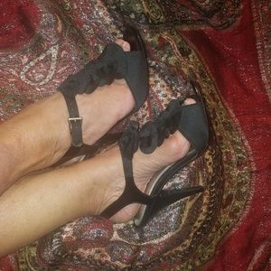 NEW Gorgeous Ruffled Sandals